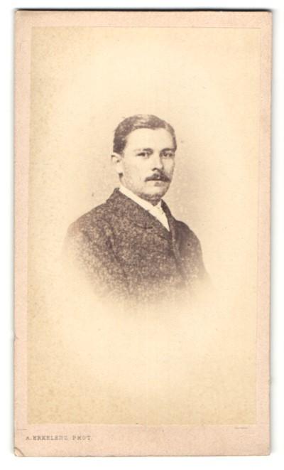 Fotografie A. Erkelenz, Aix-la-Chapelle, Portrait Herr mit Oberlippenbart