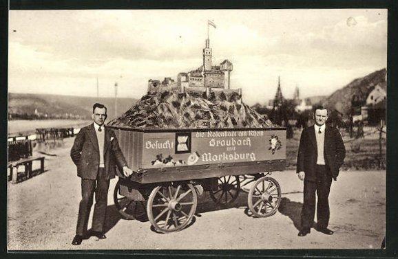 AK Braubach, Modell der Marksburg auf einem Karren und die Erbauer