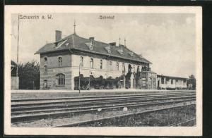 AK Schwerin / Skwierzyna, Bahnhof von der Gleisseite betrachtet