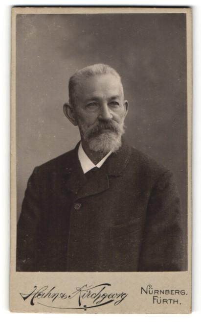 Fotografie Hahn & Kirchgeorg, Nürnberg, Portrait älterer Herr mit Vollbart