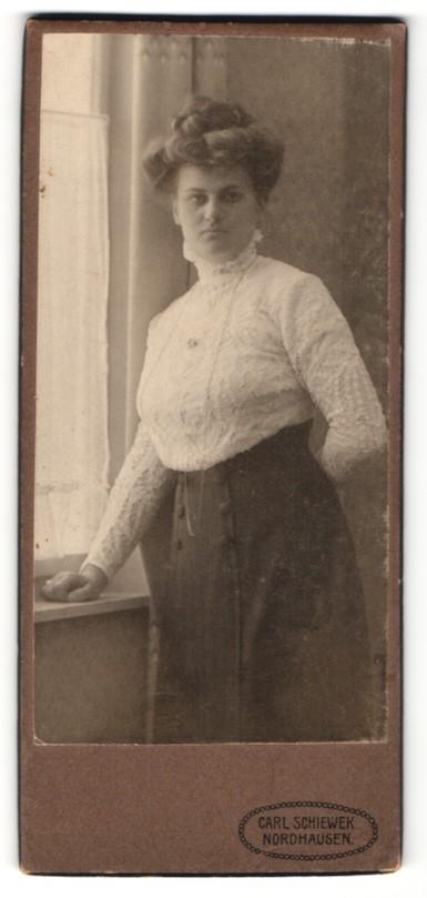 Fotografie Carl Schiewek, Nordhausen, Portrait wunderschönes Fräulein mit Dutt