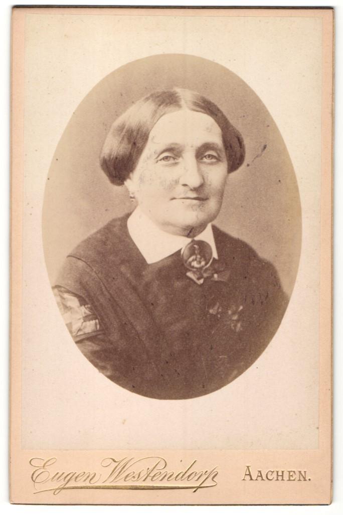 Fotografie Eugen Westendorp, Aachen, Portrait Dame mit zeitgenöss. Frisur
