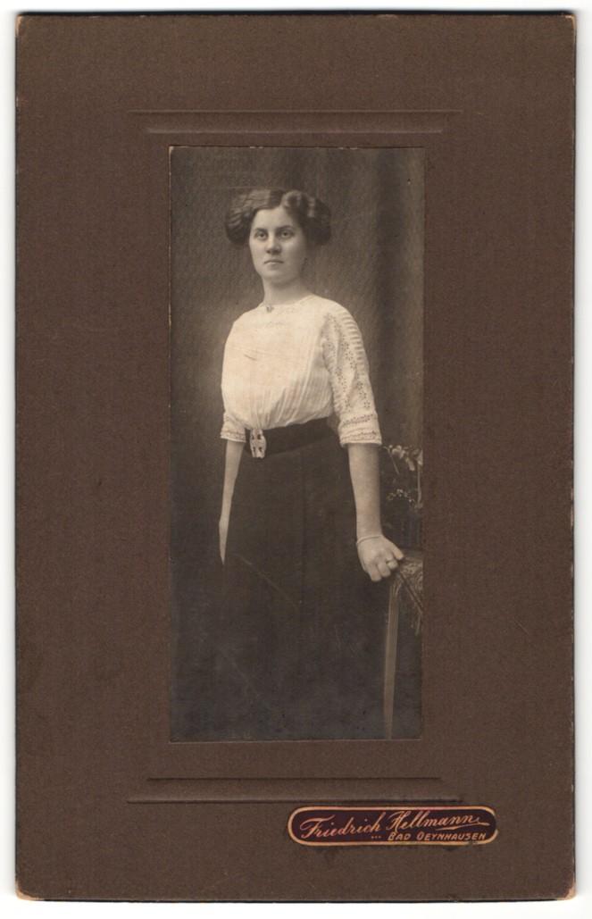 Fotografie Friedrich Hellmann, Bad Oeynhausen, Portrait junge Dame mit Hochsteckfrisur