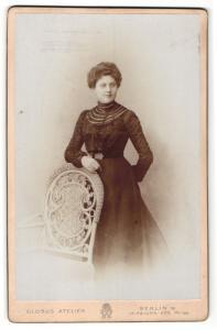 Fotografie Globus Atelier, Berlin-W, Portrait Dame in Abendgarderobe