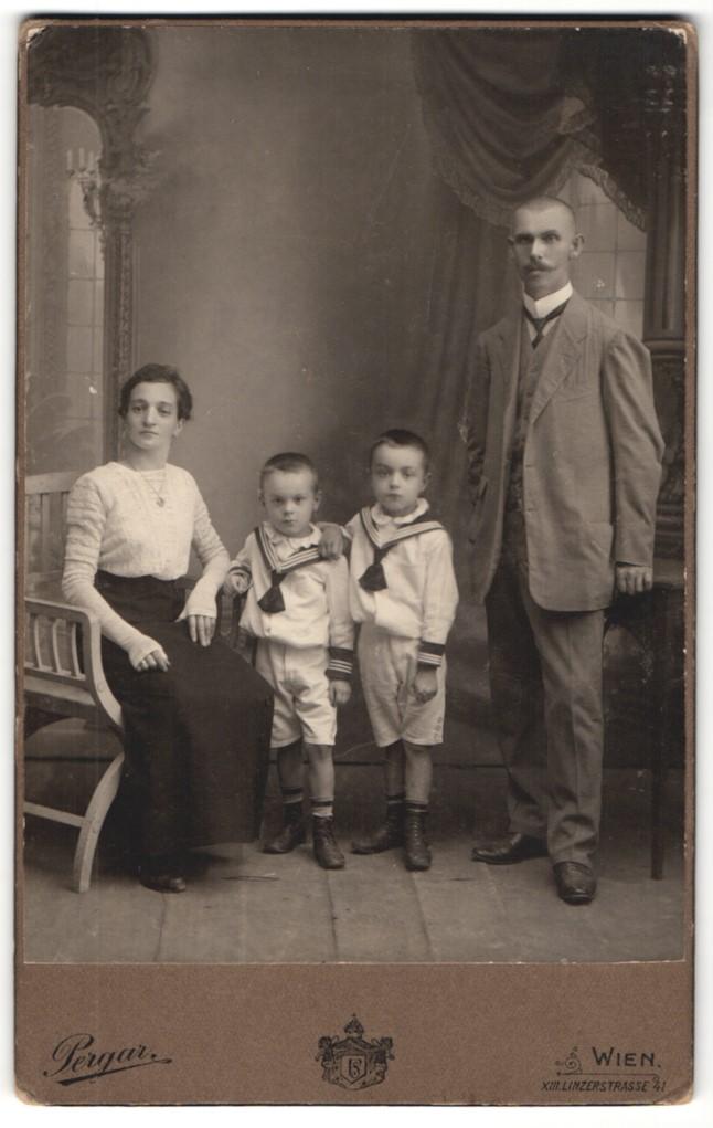 Fotografie Pergar, Wien, Portrait bürgerliche Familie