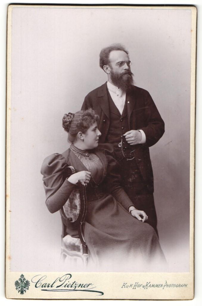 Fotografie Carl Pietzner, Wien, Portrait gutbürgerliches Paar