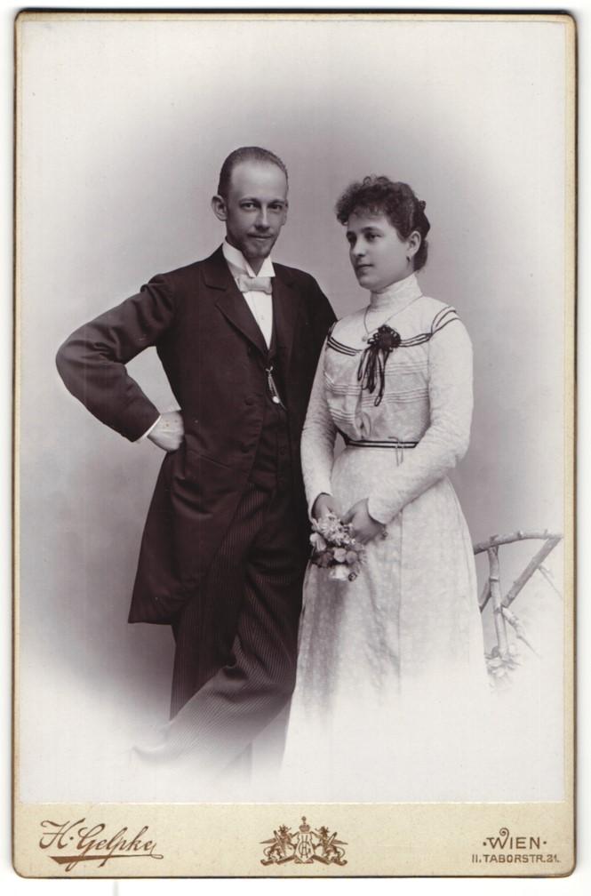 Fotografie H. Gelpke, Wien, Portrait junges bürgerliches Paar in Abendgarderobe