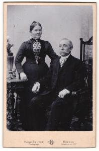 Fotografie Hans Bender, Bremen, Portrait Herr mit imposantem Schnauzbart und Gattin