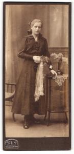 Fotografie Stein, Berlin, Portrait Mädchen in festlicher Kleidung