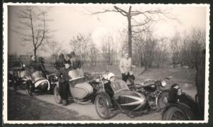 Fotografie Motorrad Victoria, Krad mit Seitenwagen beim Motorradtreffen
