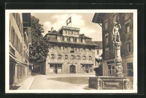 AK Zug, Strassenpartie mit Hotel Hirschen, Schweizer Flagge