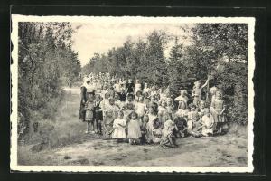 AK Ravels, O. L. Vrouw van de Kempen, Open-lucht-school, Een dreef in het zes hectaren park