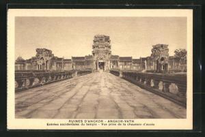 AK Angkor-Vath, Vue prise de la chaussèe d`accès