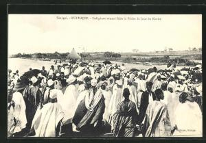 AK Rufisque, Indigenes venant faire la Priere le Jour du Korite