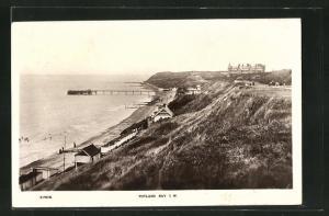 AK Totland Bay, Panoramablick mit Strand und Hochufer