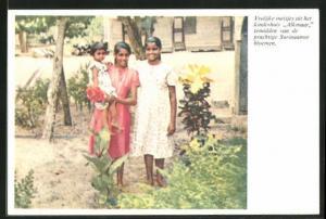 AK Suriname, Vrolijke meisjes uit het kinderhuis Alkmaar temidden van de prachtige Surinaamse bloemen