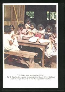 AK Suriname, 't is lasting, maar we leren het zeker, op de handwerkles van de meisjesschool in Seroie