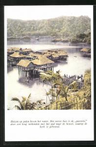 AK Suriname, Huizen op palen boven het water, het eerste huis is de pastorie door en brug verbonden