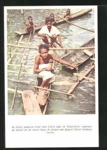 AK Suriname, in kleine prauwen komt men kijken naar de Simaviboot