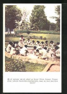 AK Suriname, Bij de waterput van de school op Seroei, Vroeger droeg iedereen boomschors-lendengordels