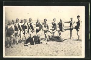 AK Frauengruppe bei sportlichen Aktivitäten am Meer
