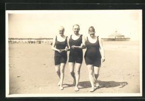 AK Badegäste beim Strandspaziergang
