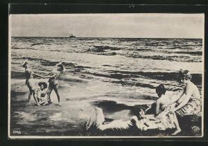 AK Junge Frauen in Badekleidung am Strand