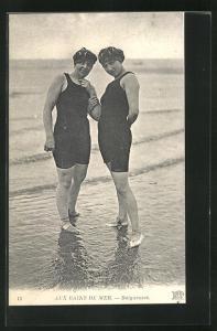 AK Aux Bains de Mer, Baigneuses, zwei junge Frauen in Bademode