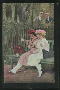 Künstler-AK R. Borrmeister: Blumen-Orakel, Zwei junge Männer beobachten zwei Frauen mit Blumen auf einer Bank
