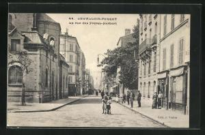 AK Levallois-Perret, La rue des Freres-Herbert