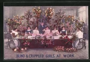 AK Blinde Frauen in Rollstühlen beim Binden von vielen Blumen, Blind & Crippled girls at work