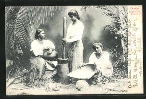 AK Ceylon, singhalese Women, Frauen bei Speisezubereitung