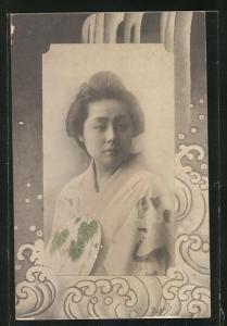 AK Japanerin in Kimono mit Fächer, Geisha