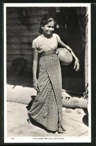 AK Ceylon, Village Belle, singhalesisches Mädchen mit Tonkrug