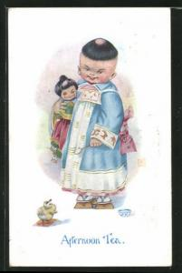 AK Kleiner Japaner mit Puppe beim Teetrinken