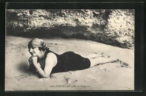 AK Chatelaillon, Baigneuse, hübsche Dame in Bademode und Kopftuch am Strand