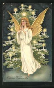 Präge-AK betender Weihnachtsengel vor einem beleuchteten Weihnachtsbaum