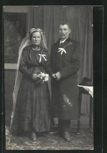 Foto-AK Braut und Bräutigam mit Silberblick