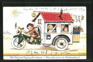 Künstler-AK John Wills: Junge auf einem Motorrad mit Wohnwagen