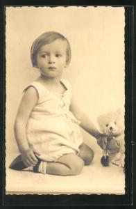 AK Kleinkind mit Teddy