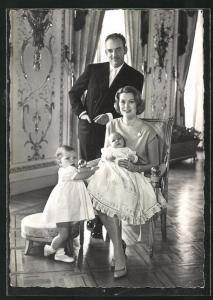 AK Le Prince Rainier III, la Princesse Grace, le Prince Albert, la Princesse Caroline, Grace Kelly