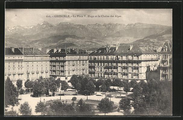 AK Grenoble, la Place Victor Hugo et la chaîne des Alpes 0