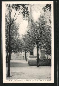 AK Hagetmau, l`Eglise vue de la place de la liberté derrière les arbres