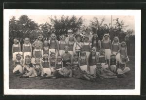 Foto-AK Kostümierte Kinder beim Fasching, Gruppenfoto