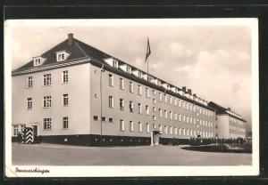 AK Donaueschingen, Ansicht der Kaserne, Reichskriegsflagge mit