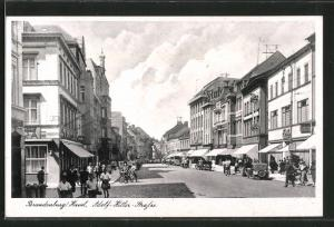 AK Brandenburg, Passanten auf der -Strasse