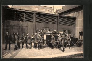 AK Anderlecht, Service Communal d`incendie, Feuerwehrmänner mit einem Feuerwehrauto