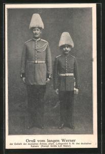 Foto-AK Langer Werner, Goliath d. dt. Armee, ehem. Leibgardist des Kaisers, Riese als Soldat in Uniform