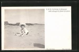 AK Il Principe di Piemonte sulla spiaggia di Castel Porziano, Portrait als Kind am Strand