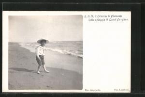 AK Il Principe di Piemonte sulla spiaggia di Castel Porziano, Portrait als Knabe am Strand